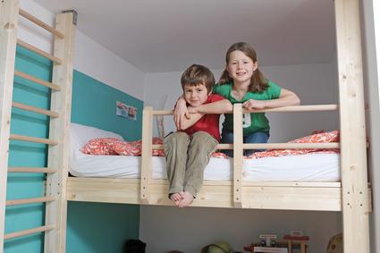 Kinder auf dem Hochbett